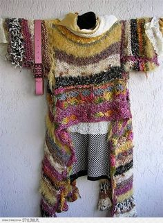toller Muster- und Materialmix - Bohemian - Stil - Tunika gehäkelt und gestrickt ---- great mix of pattern and material - bohemian style - tunique crocheted and knitted - for inspiration ---- found at ... https://www.facebook.com/193352764125035/photos/a.809814299145542.1073768278.193352764125035/809814319145540/?type=3&theater