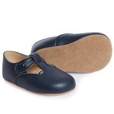 Early Days traditional pre-walker navy blue leather shoes with a soft flexible sole and a comfortable lightly padded insole. This heritage style is perfect for when the classical English traditional look is required. The Alex was worn by Prince George during his Royal Tour of Australia and New Zealand. <ul> <li>Traditional button fastening</li> <li>Navy blue leather</li> <li>Made in England</li> <li>Style name: Alex</li> <li>Suitable for boys and girls</li> </ul>