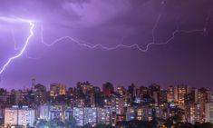 Над Бразилией сверкнула молния длиной 700 км – самая большая в истории человечества Thunder And Lightning, Lightning Bolt, Skier, Under The Ocean, Weather And Climate, Extreme Weather, World's Biggest, Thunderstorms, Yosemite National Park
