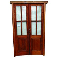 Portada Cod. 2877 -  Portada en madera antigua Cedro. Es a dos hojas de abrir y dos pulgadas de espesor, con tapa junta, cerraduras y vidrios. Marco en madura dura. No Incluye picaportes ni herrajes.