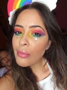 Fantasia de Arco-íris - cabeça e maquiagem por @camilaalcantarad   Rainbown - acessorie and makeup by @camilaalcantarad  Carnaval e bloquinho