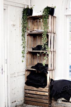 Crate organizer for small spaces Room Deco, Interior And Exterior, Interior Design, Deco Design, My Dream Home, Ladder Decor, Diy Furniture, Small Spaces, Building A House