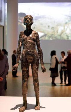 """LECH MAJEWSKI   """"PODZIEMNE SŁOŃCE""""    Wystawa 19.09-8.11.2015   wideo-art, rzeźba"""