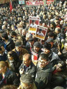 Berkin Elvan bugün uğurlanıyor 12/03/2014  Gezi eylemleri sırasında başına gelen gaz kapsülü nedeniyle yaşamını yitiren Berkin Elvan bugün saat 12.00'de düzenlenecek cenaze ile toprağa verilecek.  http://www.radikal.com.tr/turkiye/berkin_elvan_bugun_ugurlaniyor-1180839