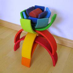 houten regenboog als bloem