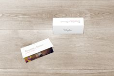 marque-place mariage moderne photo by Marianne Fournigault pour www.rosemood.fr #wedding #placecard