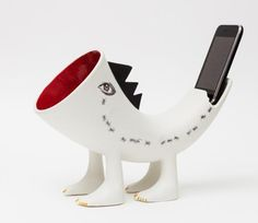 Ceramic sound amplifiers for mobile phones..from Galician ceramicist Nacho Porto. www.decomag.co.uk