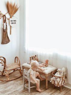 Trop mignonne cette chambre garnis de meuble en rotin! Christine Arrow | MilK #rotin #chambreenfant  #vintage