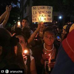"""Foto de @arianuchis La apuesta es por un mejor presente un prometedor futuro para todos #ccs #caracas #caracascamina  """"No lucho por la Venezuela que fue sino por la que será"""" Yo no quiero volver a la cuarta yo quiero construir la sexta. Y en la sexta me imagino caminando tranquila por la noche sin miedo con un montón de gente caminando por ahí conversando feliz. Seguros. #venezuelatequiero"""