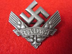 nazi badge - Google Search Joseph Goebbels, Military Awards, Germany Ww2, German Uniforms, The Third Reich, Badge Design, American Civil War, Military History, World War Two