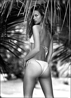 Kate Moss par Patrick Demarchelier http://www.vogue.fr/mode/news-mode/diaporama/l-exposition-patrick-demarchelier-a-la-a-galerie/12982#!2