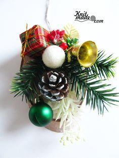 My florist work - New Year's wooden pannel #knitmade #knitmadeflowers #knitmadenews  #newyear #christmas