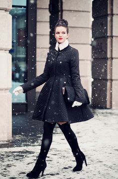 Need to SERIOUSLY invest in a ncie winter coat. I need to look this chic!