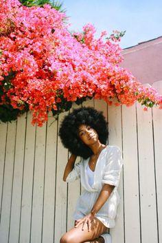 O cabelo black power é lindo e empoderador. Veja aqui dicas e cuidados para adotar o estilo.
