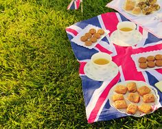 Find an inspiring and relaxing spot and enjoy a Great British Picnic with a selection of tasty snacks and British made products and accessories.