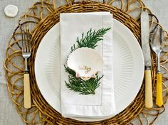 """Where """"Shell"""" You Sit? - Create a Coastal-Chic Holiday Table on HGTV"""