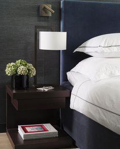 Behagelig hotellfølelse på dette soverommet innredet av @bellatidemand Hele leiligheten kommer i #maisoninteriør #levvakkert #slowdeco #soverom #bedroom #blue #blått #interiordesign #interiordesignideas #interiørdesign #elegant Foto: @elisabethaarhus