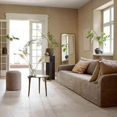 jordnära och naturmaterial hos Tine K 2018 Pastel Living Room, Living Room White, Paint Colors For Living Room, Cozy Living Rooms, New Living Room, Living Room Sofa, Living Room Flooring, Diy Living Room Furniture, Living Room Decor On A Budget