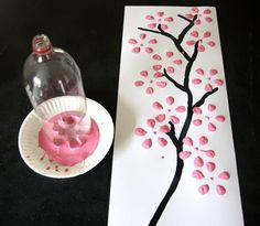 Summer vacation has started here in Australia for many children with the rest 'free' next week. Here's a wonderful idea to inspire their creativity. Of course, adults could do amazing things here as well :)    One recycled plastic bottle, some paint and some paper or canvas and the creativity begins.