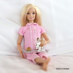 "Quando ela tirou essa foto e colocou de legenda: ""Acordei assim"". | 18 vezes em que a conta da Barbie no Instagram foi ridiculamente fabulosa     BARBIE NIN INSTAGRAM SAYFASINDAKİ MUHTEŞE FOTOGRAFLARI VE BINLERCE HAYRANI"