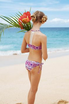 Crochet detailing on this racer style back bikini set brings new life to a retro style. Paired with tie side bottoms and made with certified Brazilian Lycra. Bikini Girls, Bikini Set, Retro Fashion, Girl Fashion, Tropical Vibes, Rash Guard, Swim Shorts, New Life, Product Launch