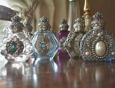 Vintage Jewelry Crafts Use old jewelry for embellishment! Perfumes Vintage, Antique Perfume Bottles, Vintage Bottles, Colored Glass Bottles, Bottles And Jars, Glass Jars, Coloured Glass, Bottle Art, Bottle Crafts