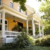 Alton, Illinois: Beall Mansion Romantic Destinations, Romantic Getaways, Haunted Houses In America, Alton Illinois, Most Romantic Places, Most Haunted, Abandoned Mansions, Adventure Awaits, Weekend Getaways
