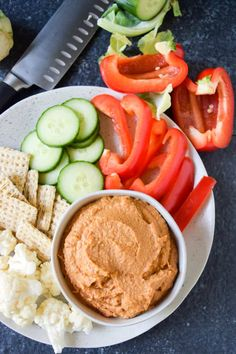 The Smoky Bacon Flavored Hummus is absolutely incredible. Vegan, low-fat, easy to make, irresistible and absolutely delicious! Plant Based Whole Foods, Plant Based Eating, Plant Based Recipes, Healthy Hummus Recipe, Homemade Hummus, Vegan Hummus, Whole Food Recipes, Vegan Recipes, Vegan Food