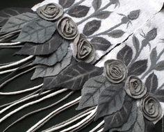 Купить или заказать шарф валяный БЕЛОСНЕЖНОСТЬ в интернет-магазине на Ярмарке Мастеров. Мягкий, теплый шарф с объемными розами. можно носить на обратную сторону (сдержанная серая клетка на белом фоне). К шарфу могу сделать варежки или берет по Вашему выбору.