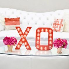DIY this XO Valentine's Day Marquee sign for dinner with your honey or a get together with your besties!