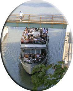 Erie Canal Sightseeing-Just a stone's throw from Niagara Falls, Lockport Locks & Erie Canal Cruises makes an excellent addition to your sightseeing plans.