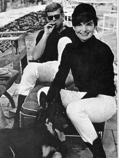 JFK and Jackie 1960s #JFK #johnfkennedy #jackiekennedy #jackieonasis #vintage #photo