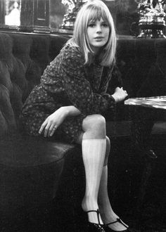 "Why Original ""It Girl"" Marianne Faithfull Is Our Ultimate Style Icon Sixties Fashion, Mod Fashion, Vintage Fashion, Fashion 2018, Jean Shrimpton, Marianne Faithfull, Style Année 60, Style Icons, 1960s Style"