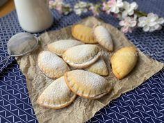 Povidlové taštičky - Víkendové pečení Camembert Cheese, Cheesecake, Bread, Dishes, Cupcakes, Sweet, Pizza, Blog, Candy