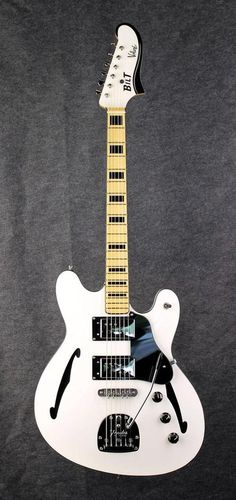 Bilt Volare. The Starcaster that Fender should have made!