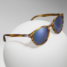 Italian design provides the blueprint for the classic-meets-contemporary Persol Galleria 900 Collection of sunglasses
