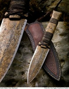 Celtic Forest Tribal knife and sheath by Rick Marchand. Inspired by flint knapped knives. Hemp wrapped, distressed oak handle with copper rivets. Cool Knives, Knives And Tools, Knives And Swords, Unique Knives, Espada Viking, La Forge, Swords And Daggers, Knife Sheath, Cold Steel