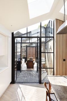 Location: London, England, United Kingdom - The Courtyard House is a minimal residence located in London, United Kingdom, designed by De Rosee Sa. De Rosee Sa have designed a house on the site of a… Decoracion Vintage Chic, Two Bedroom House, Casa Patio, Interior Architecture, Interior Design, Room Interior, Narrow House, London House, Courtyard House