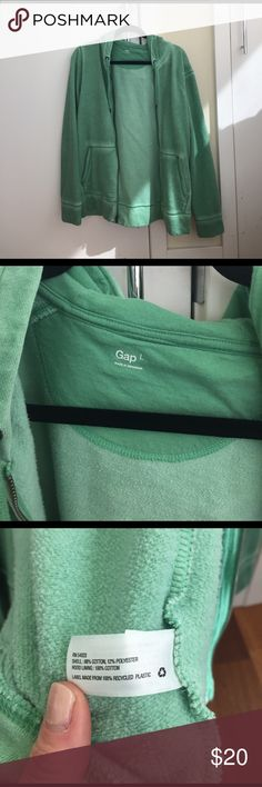 Men GAP Rustic Green Zip Up Sweater Men GAP Rustic Green Sweater. Worn only a few times but too big for the fiancé. GAP Sweaters Zip Up
