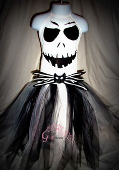 Jack Skellington inspired halloween tutu by GlitterprincessGalor Costume Halloween, Halloween Party, Fall Halloween, Halloween Crafts, Sally Costume, Halloween Makeup, Halloween Ideas, Tutu Costumes, Costume Dress