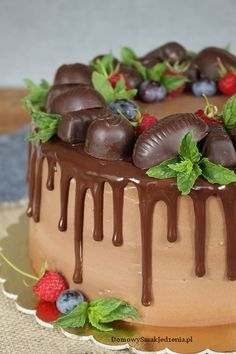 Cake Decorating, Food And Drink, Birthday Cake, Pudding, Baking, Sweet, Cocoa, Cake, Diet