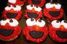 Elmo Cupakes - Red icing, marshmallows & chocolate chips, jelly bean, half an Oreo