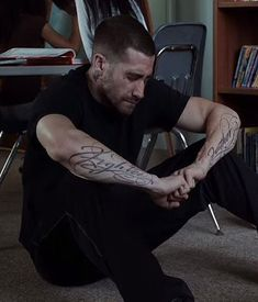 """Fighter Father "" tattooed on arms of Jake Gyllenhaal for his role in Southpaw."
