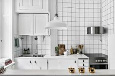 Charmigt kök med bevarade detaljer