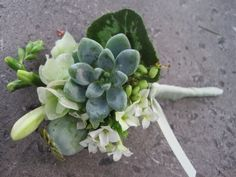 boutonnier-with-succulents-and-texture.jpg (600×450)