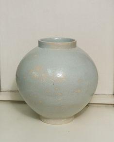 Modern Art, Contemporary Art, Moon Jar, White Porcelain, Beijing, Art Pictures, Sculpture Art, Minimalism, Vase