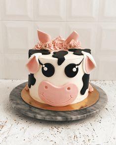 Cow Birthday Cake, Cow Birthday Parties, Pretty Birthday Cakes, Cowgirl Birthday, Farm Birthday, Baby Girl Birthday, First Birthday Cakes, Birthday Cake Girls Teenager, Little Girl Birthday Cakes