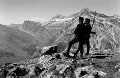 Schweiz im Ersten Weltkrieg: Alles andere als eine Insel. Ausstellungsbericht von Marc Tribelhorn in der NZZ. Bild: Bange Blicke in den Süden: Beobachtungsposten beim Splügen ( Bild: PD).