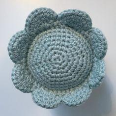 Hæklet vandmand | Gratis opskrift | Hækl en blæksprutte i 100% bomuld Crochet Animals, Crochet Hats, Diy And Crafts, Crafts For Kids, Drops Design, Baby Knitting Patterns, Merino Wool Blanket, Crochet Flowers, Fancy