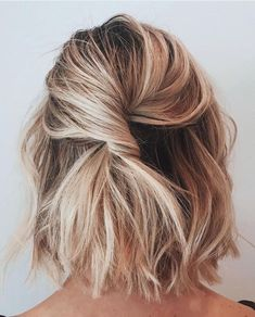 Blonde Bob Hairstyle Beach Blonde Balayage Easy Every Day Curly Wavy Hair Styles Simple Wedding Hairstyles, Short Wedding Hair, Cute Hairstyles For Short Hair, Short Hair Cuts, Curly Hair Styles, Haircut Short, Diy Hairstyles, Short Hair Bridesmaid Hairstyles, Short Hair Twist